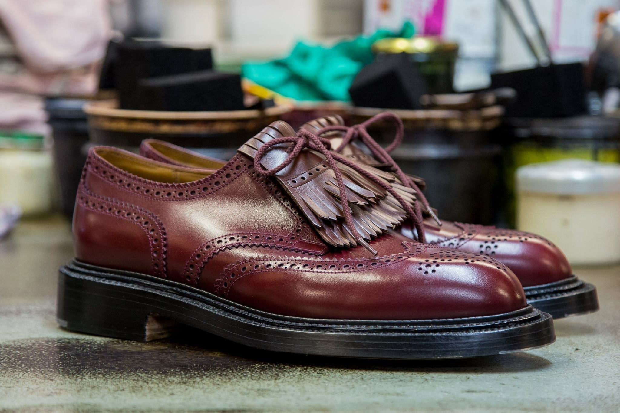 MEDALLION WING-TIP DERBY TRIPLE SOLE